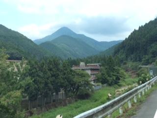 伊勢街道からの高見山
